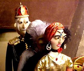 Os bonecos da peça